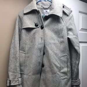 Winter dressy coat with buckled and lined